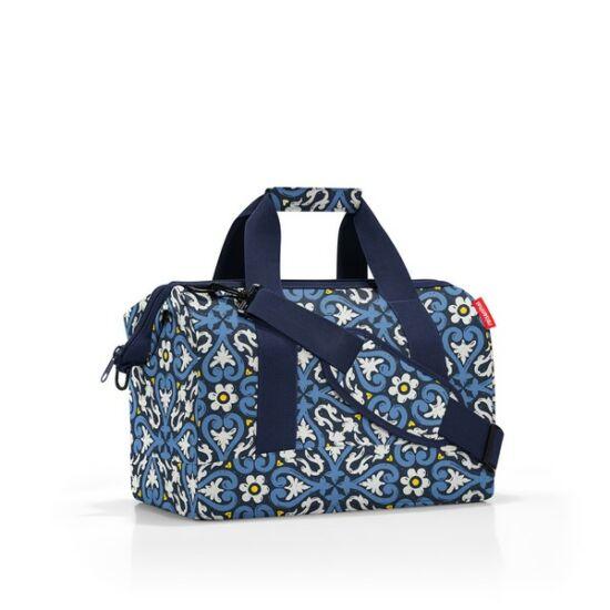 Reisenthel  Allrounder M közepes méretű utazótáska - kék virágos
